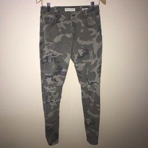 Bullhead camp distressed jeans